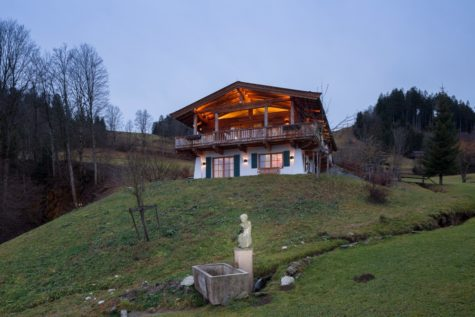 Fantastic chalet with an unique view at the ski run and 36.584 sqm plot area, 6370 Kitzbühel, Chalet